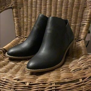 Universal Thread Black Booties Size 8.5 NEW